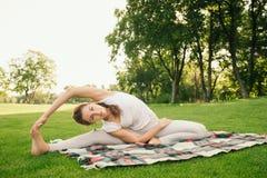 robić ćwiczeń kobiety joga fotografia stock