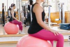 robić ćwiczeń pilates kobiety Fotografia Royalty Free
