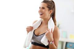 robić ćwiczeń sprawności fizycznej domu kobiety Zdjęcie Royalty Free