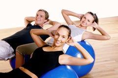 robić ćwiczeń sprawności fizycznej grupy ludzi Obrazy Stock