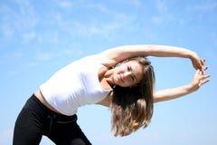 robić ćwiczeń sprawności fizycznej kobiety potomstwom Zdjęcia Royalty Free