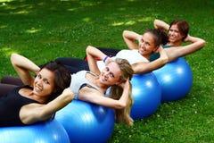 robić ćwiczeń sprawności fizycznej womans zdjęcia royalty free