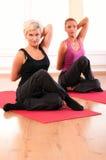 robić ćwiczenia sprawności fizycznej grupy ludzi Zdjęcie Royalty Free