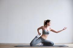 robić ćwiczenie kobiety joga matowym potomstwom fotografia royalty free
