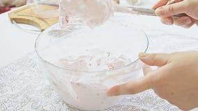 Robić śmietance składać lodowacenie cukier z ricotta śmietanką i serem zbiory wideo