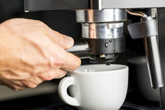Robić świeżej kawie espresso Fotografia Stock