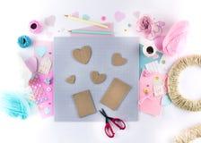 Robić diy projektowi Dziewiarska dekoracja Rzemiosło dostawy i narzędzia Sezonów valentines dnia domowy wystrój obrazy stock