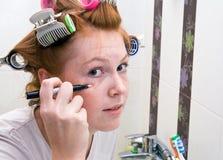 robić dziewczyny makeup rudzielec nastoletniej zdjęcie stock
