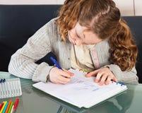 robić dziewczyny pracie domowej obraz stock