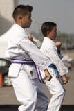 robić karate kata dzieciaków obrazy stock