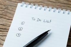 Robić lub writing zadań priorytetu pojęcie, zamykający up lista na nu zdjęcia stock
