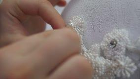 Robić needlepoint na biel koronce, robi włosianemu akcesorium zbiory wideo