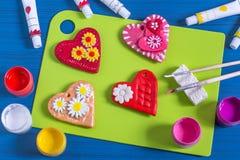 Robić pamiątce od solonego ciasta dla walentynki ` s dnia Krok 7 Obrazy Royalty Free