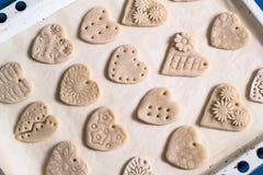 Robić pamiątce od solonego ciasta dla walentynki ` s dnia Krok 3 Obraz Royalty Free