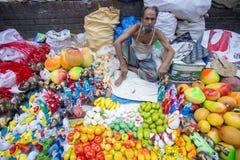 Robić piękni rękodzieła i miejscowi gospodarstwo domowe towary przy Pohela Baishakh jarmarkiem Zdjęcie Stock