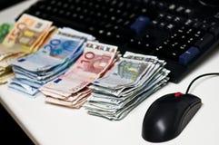 robić pieniądze online Zdjęcia Royalty Free