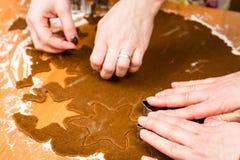 Robić Piernikowym ciastko seriom Tnący ciasta prześcieradło w shap Obraz Stock
