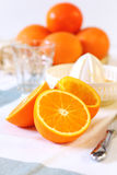 Robić sok pomarańczowy Obrazy Royalty Free