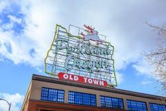 Robić w Oregon Białym jeleniu podpisuje wewnątrz Starego Grodzkiego Portlandzkiego Oregon zdjęcia royalty free