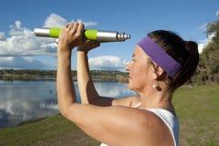 Robi ćwiczeniu dojrzała kobieta Zdjęcia Royalty Free