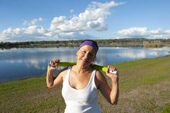 Robi ćwiczeniu dojrzała kobieta Zdjęcie Royalty Free
