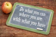 Robi co możesz na rocznika blackboard ty zdjęcie royalty free