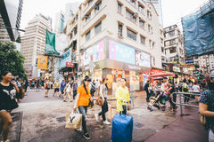 Robiący zakupy na droga na grobli zatoce w Hong Kong, Chiny Fotografia Stock