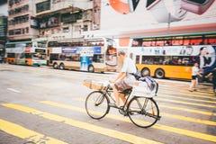 Robiący zakupy na droga na grobli zatoce w Hong Kong, Chiny Zdjęcia Stock