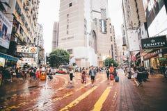 Robiący zakupy na droga na grobli zatoce w Hong Kong, Chiny Zdjęcie Stock