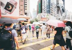 Robiący zakupy na droga na grobli zatoce w Hong Kong, Chiny Obraz Royalty Free