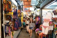 Robiący zakupy przy Jatujak rynkiem, Bangkok, Tajlandia Zdjęcie Stock