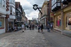 Robiący zakupy w miasteczku Winchester, UK Zdjęcia Stock