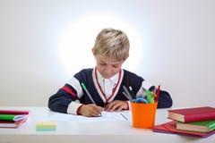 robić jego pracy domowej ucznia potomstwom Zdjęcia Royalty Free