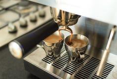 Robić kawie espresso Zdjęcia Royalty Free