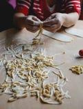 Robić kluski i domowej roboty ciasto Zdjęcie Stock