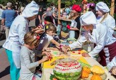Robić kolorowym past postaciom dla ciastko dekoraci Obraz Royalty Free