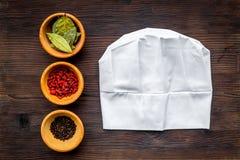 Robi menu lub pisze przepisie Egzamin próbny up dla menu lub przepisu Naczelni kapeluszowi pobliscy składniki w pucharu podpalany Obraz Royalty Free