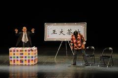Robi mowy opowieści Kameliowi ludzie w dużej scenie Fotografia Royalty Free