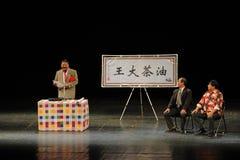 Robi mowy opowieści Kameliowi ludzie w dużej scenie Obrazy Royalty Free