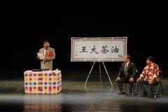 Robi mowy opowieści Kameliowi ludzie w dużej scenie Obrazy Stock