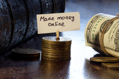 Robi pieniądze online fotografia stock