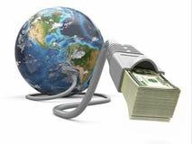Robi pieniądze online. Pojęcie. Ziemia i interneta kabel z pieniądze. Obrazy Royalty Free