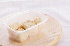 Robić ręka surowym cukierkiem z dokrętkami, figi, trufle i jedzenie, kupoy, zdrowy, zdjęcie royalty free