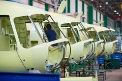 Robić rosyjscy helikoptery na samolot fabryce Zdjęcia Royalty Free