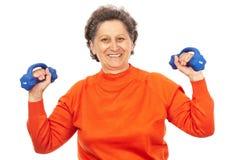 Robi sprawności fizycznej aktywna starsza dama Zdjęcie Royalty Free