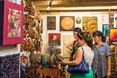 Robić zakupy przy Thachang rynkiem zdjęcie royalty free