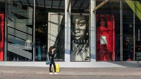 Robić zakupy w Paryskim Les Halles Zdjęcie Stock