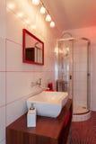 Robijnrood huis - het bassin van de Was en douche royalty-vrije stock foto's