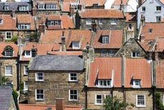 Robin-Hauben-Schacht-Häuser und Dächer Stockfotografie