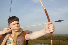 Robin Hood Archer com seta e curva longa fotografia de stock royalty free